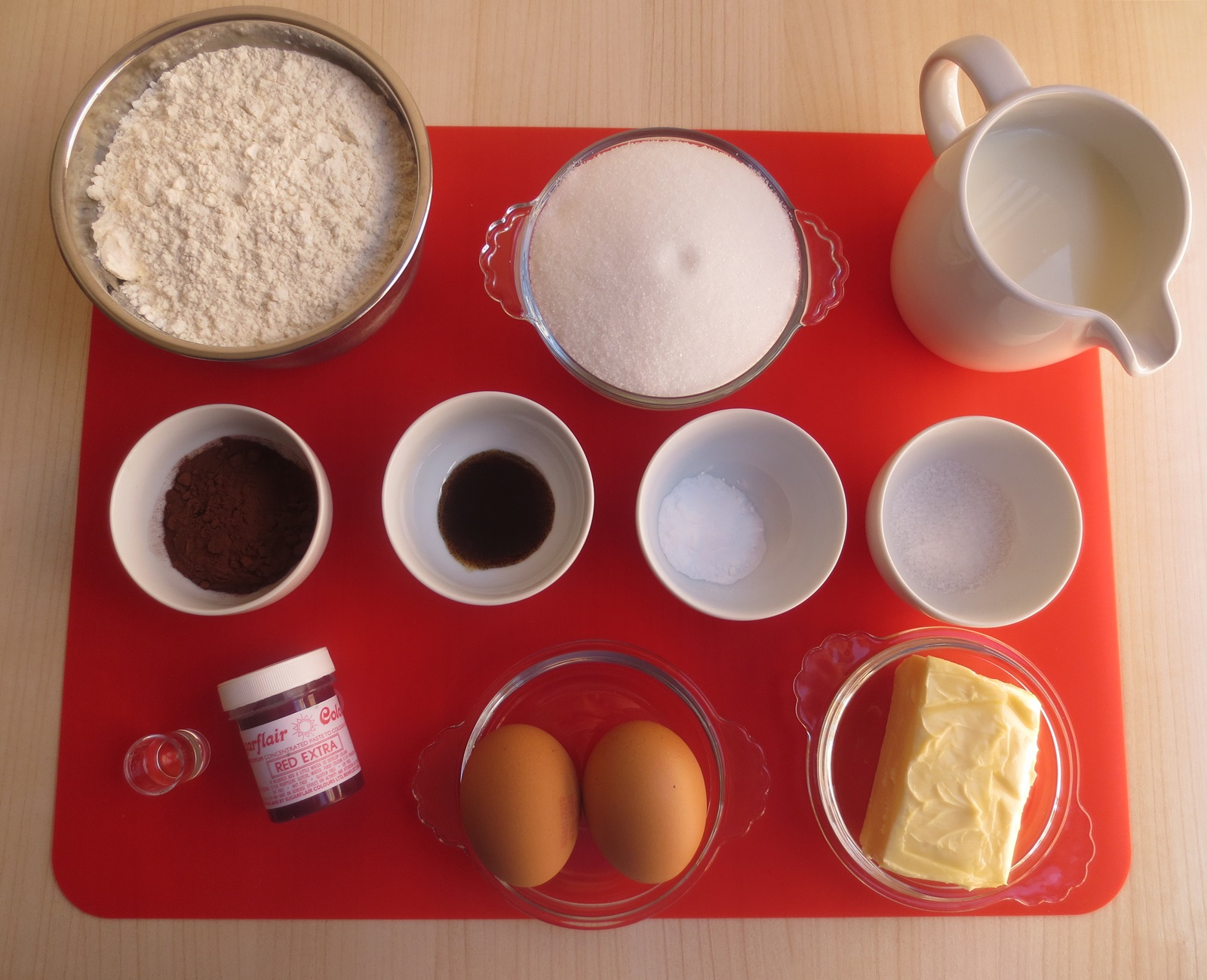 Ingredientes mini Red Velvet cakes. Aroma de chocolate