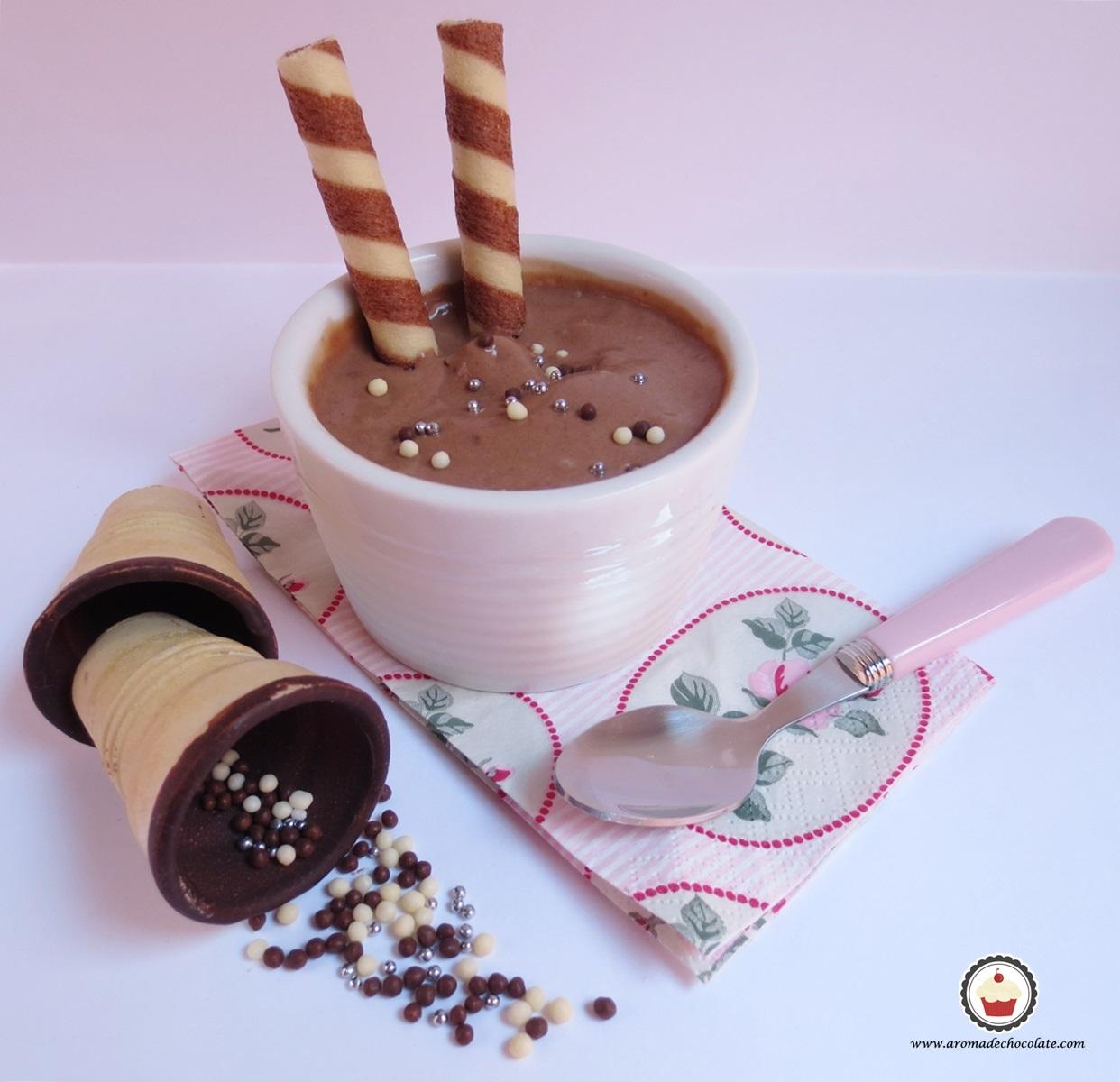 Helado de chocolate y cookies. Aroma de chocolate.