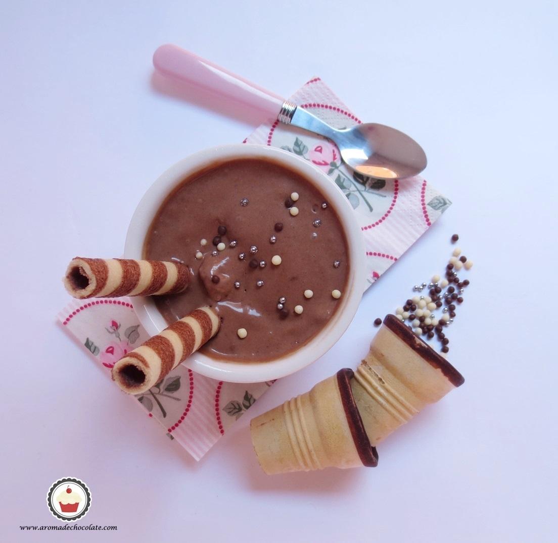 Helado de chocolate y cookies. Aroma de chocolate