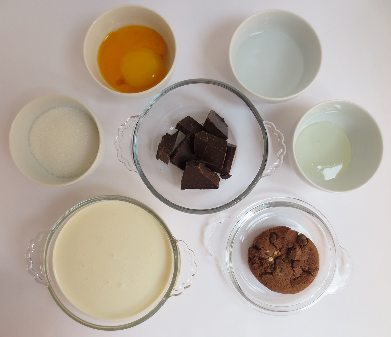 Ingredientes helado de chocolate y cookies. Aroma de chocolate.