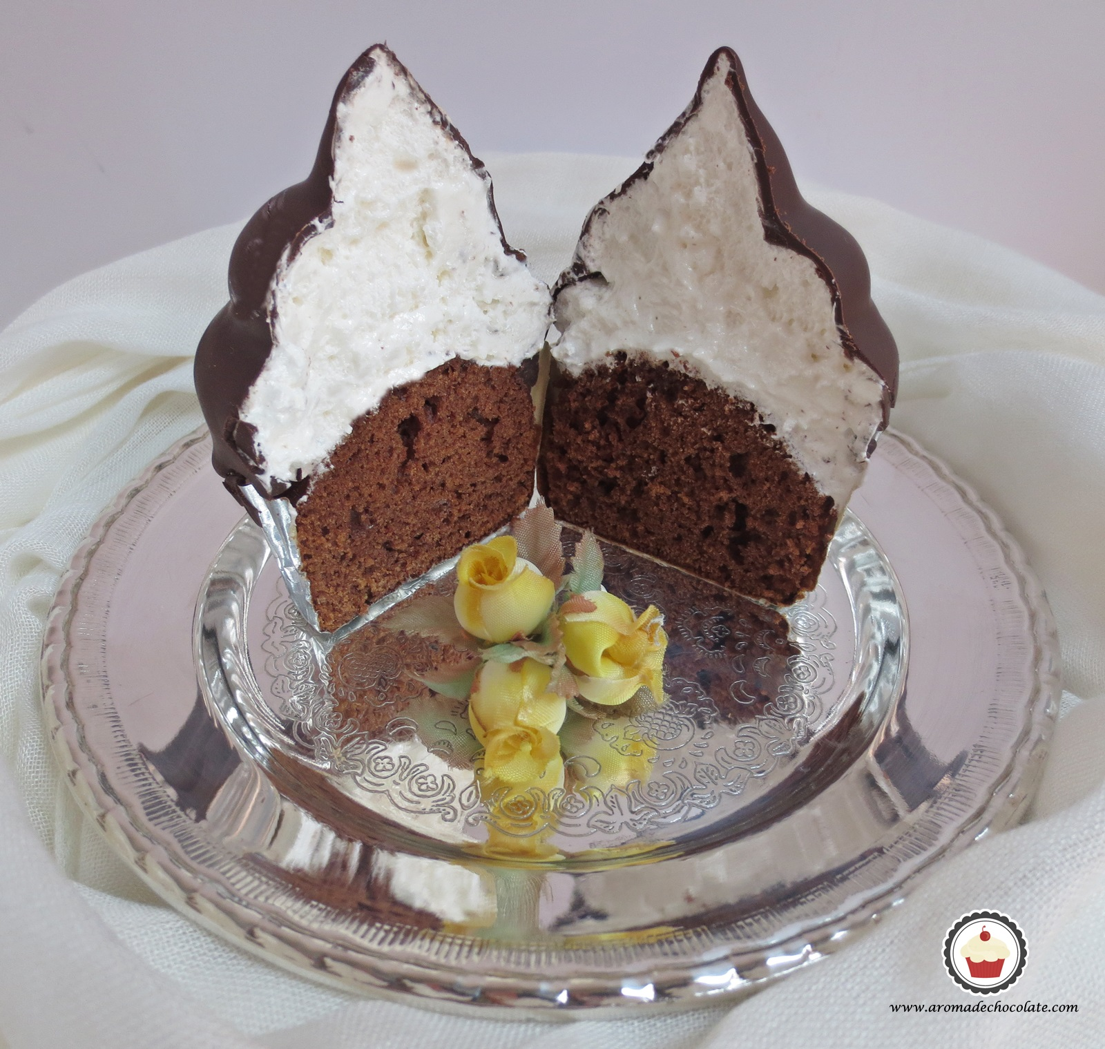 Hi Hat Cupcake cortado. Aroma de chocolate