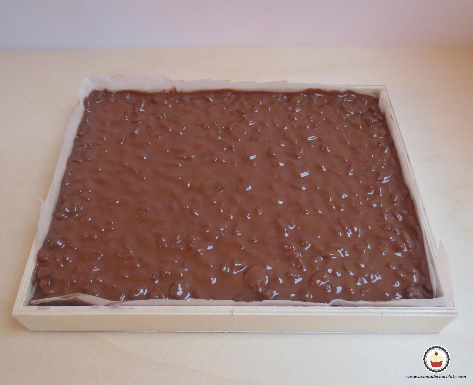 Turrón de chocolate en molde. Aroma de chocolate