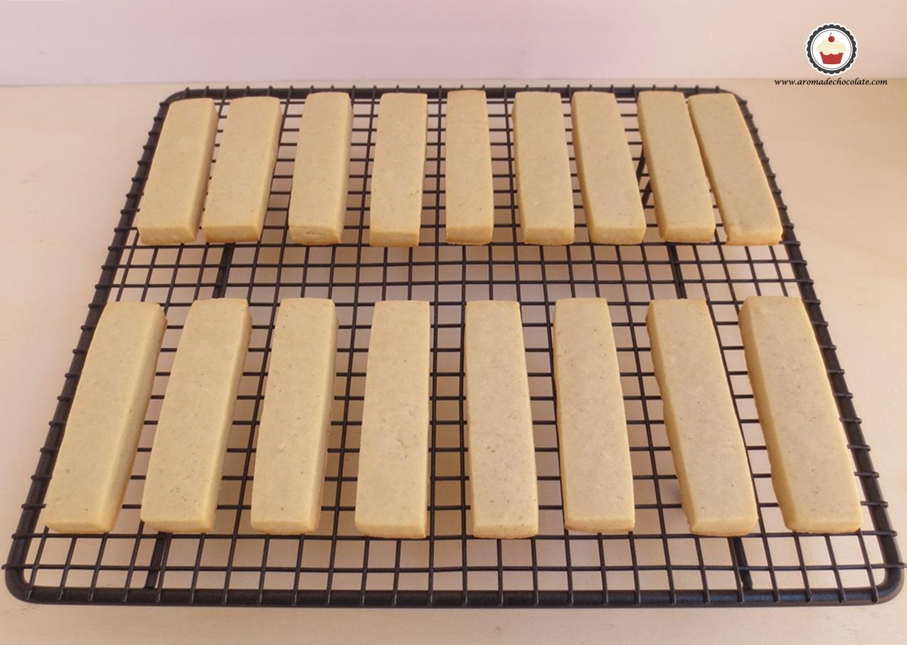 Enfriando las galletas. Aroma de chocolate