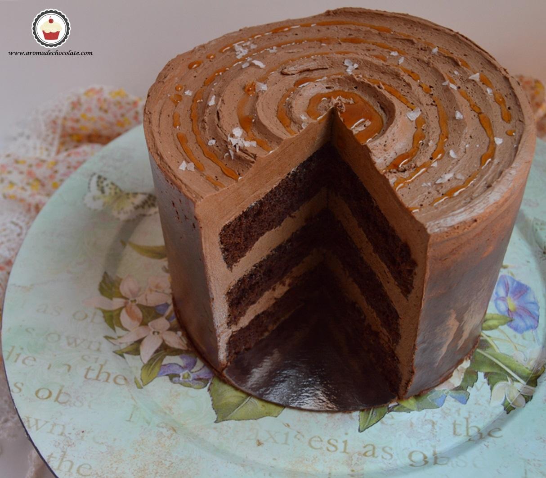 Tarta de chocolate y caramelo salado. Corte 1. Aroma de chocolate