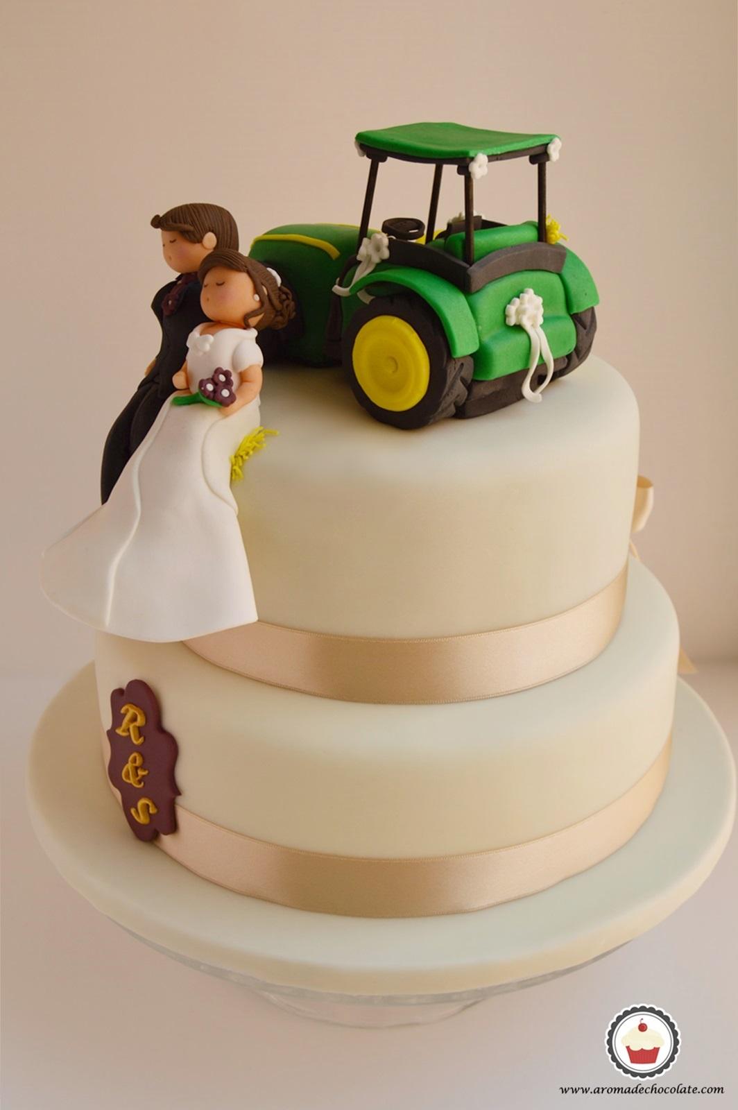 Tarta Nupcial. Trasera tractor. Aroma de chocolate