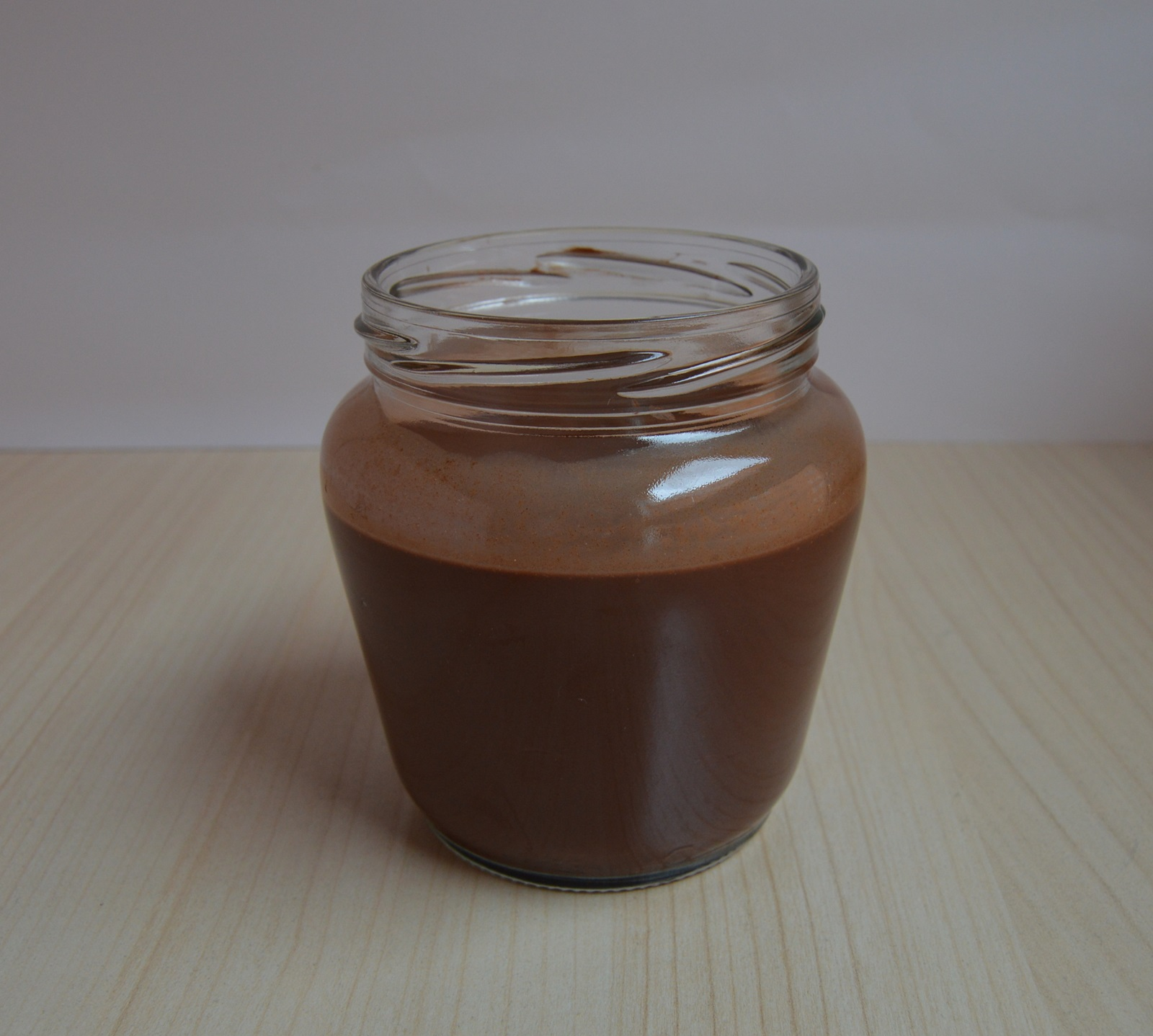 Cacao, agua y creme fraiche. Aroma de chocolate