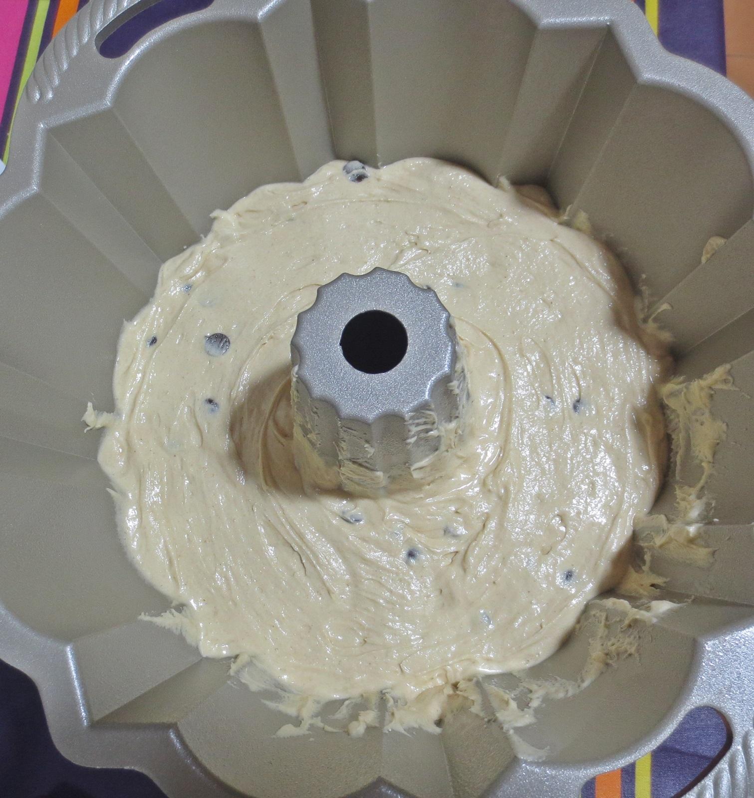 Primera masa en el molde. Aroma de chocolate