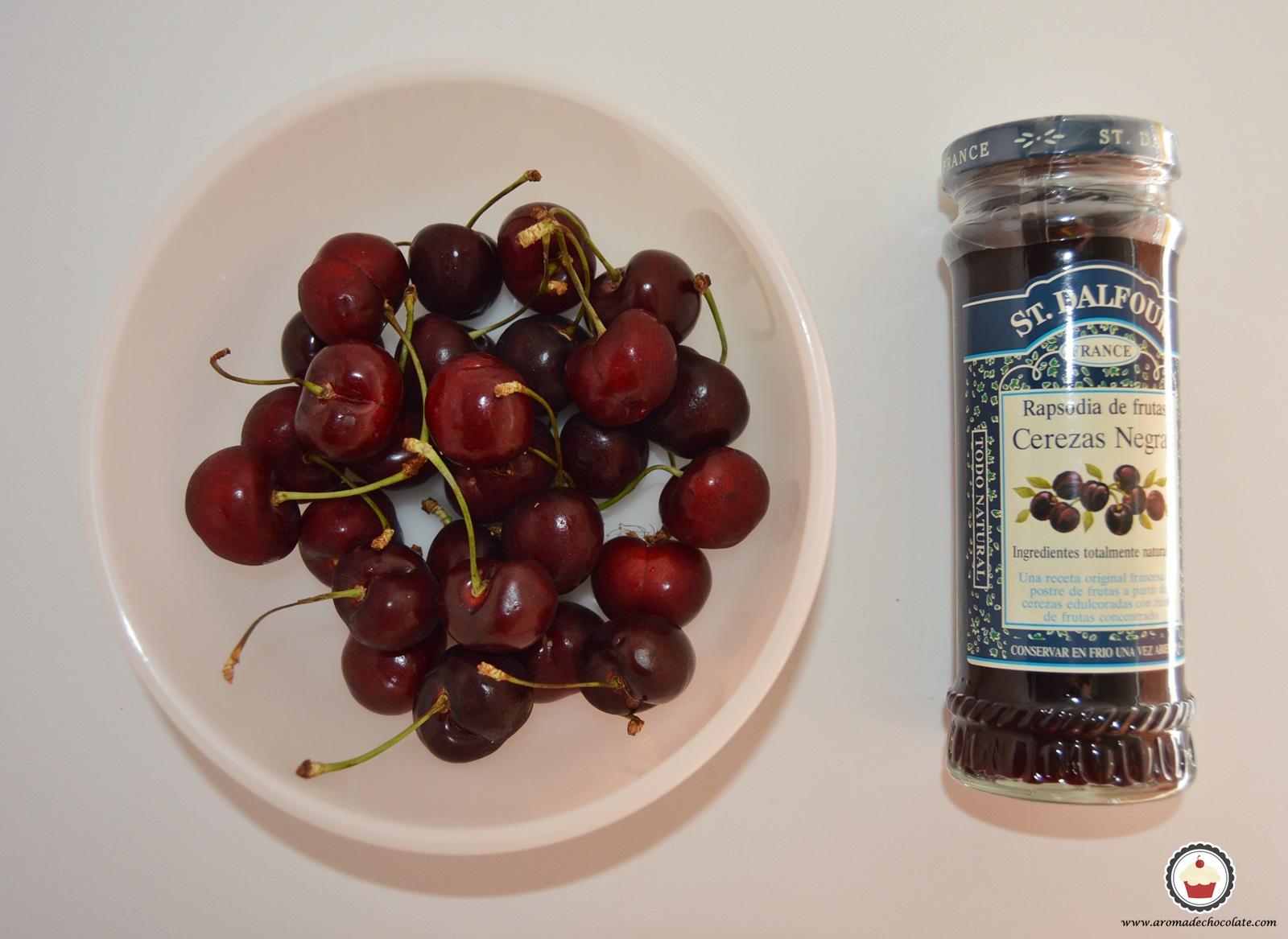 Cerezas y mermelada de cerezas. Aroma de chocolate