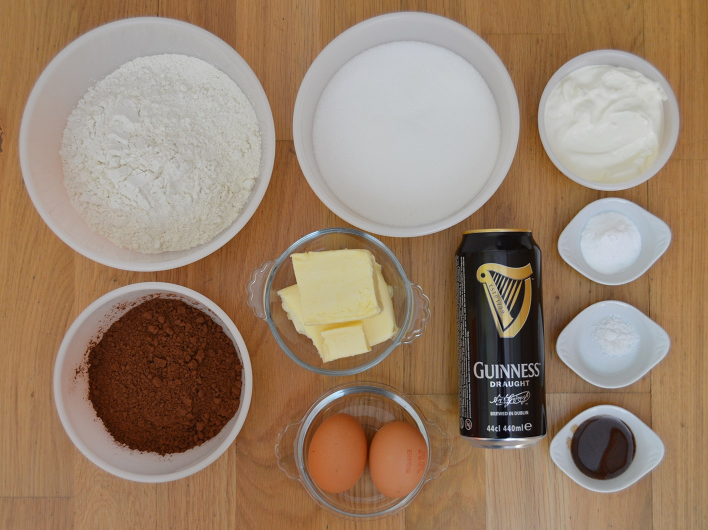 Ingredientes bundt cake de chocolate y cerveza Guinness. Aroma de chocolate