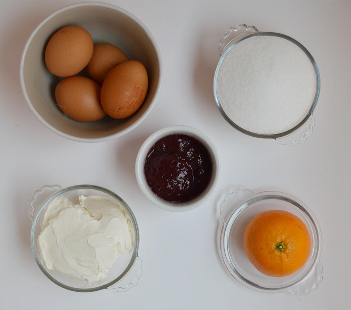 Ingredientes cheesecake de naranja con cobertura de frambuesa. Aroma de chocolate