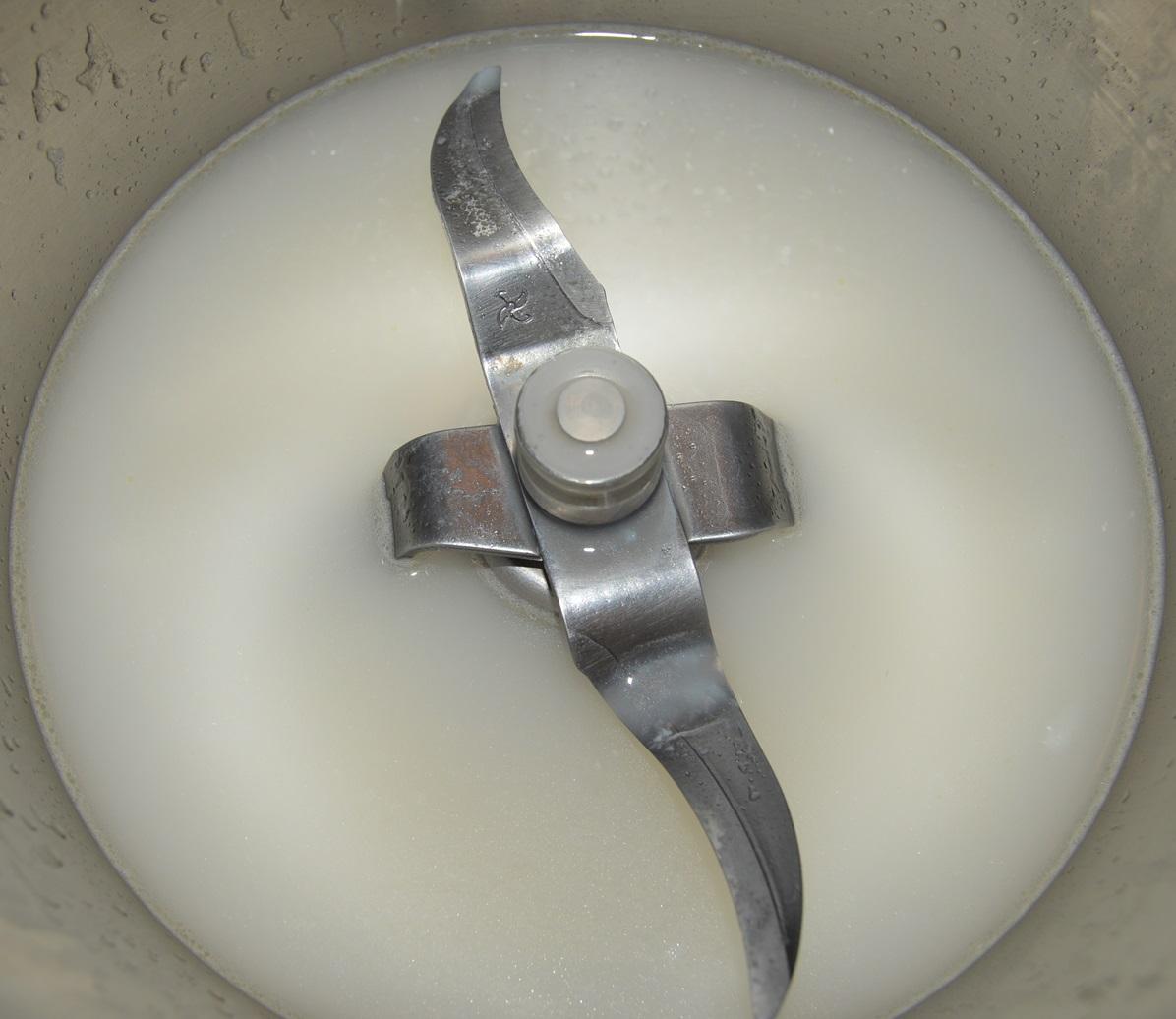 Levadura disuelta en agua. Aroma de chocolate