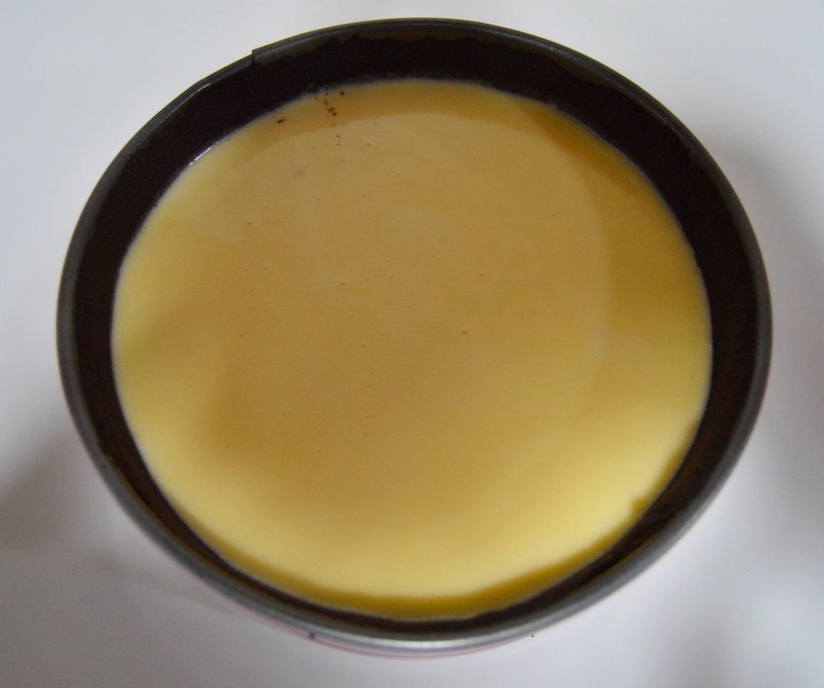 Masa del cheesecake sobre la base. Aroma de chocolate