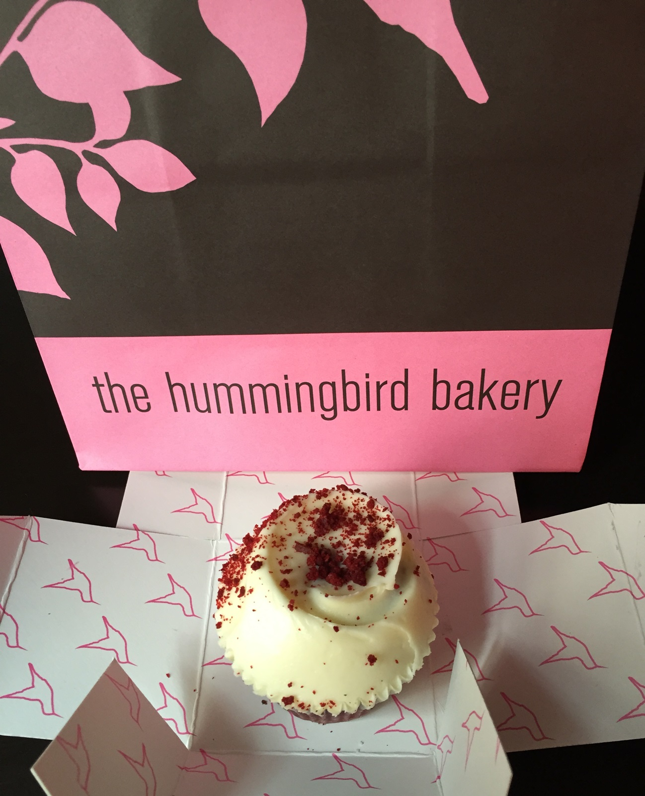 Red velvet hummingbird. Aroma de chocolate