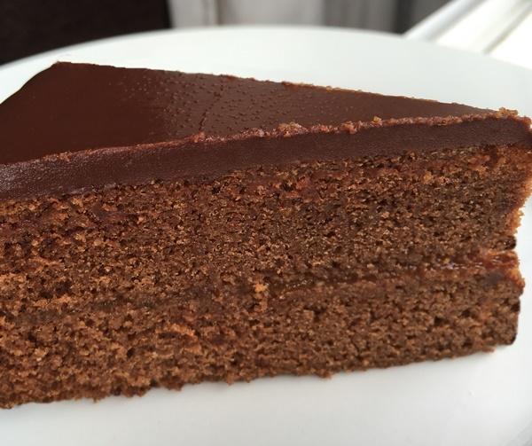 Corte Sacher. Aroma de chocolate