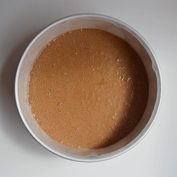 Masa Sacher en molde. Aroma de chocolate