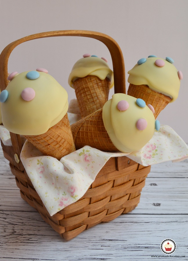 Cesta de Ice cream cono cake pops. Aroma de chocolate