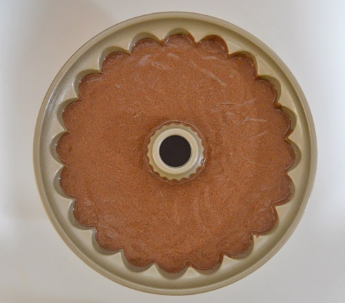 Masa en moldes. Bundt cake de chocolate y calabaza. Aroma de chocolate