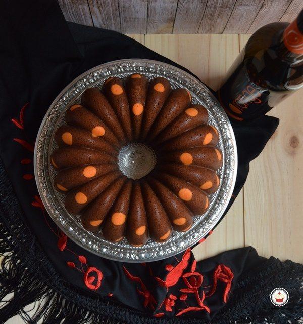 Bundt cake de vino de naranja. Aroma de chocolate