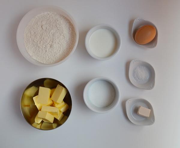 Ingredientes. Panecillos de leche para Navidad. Aroma de chocolate