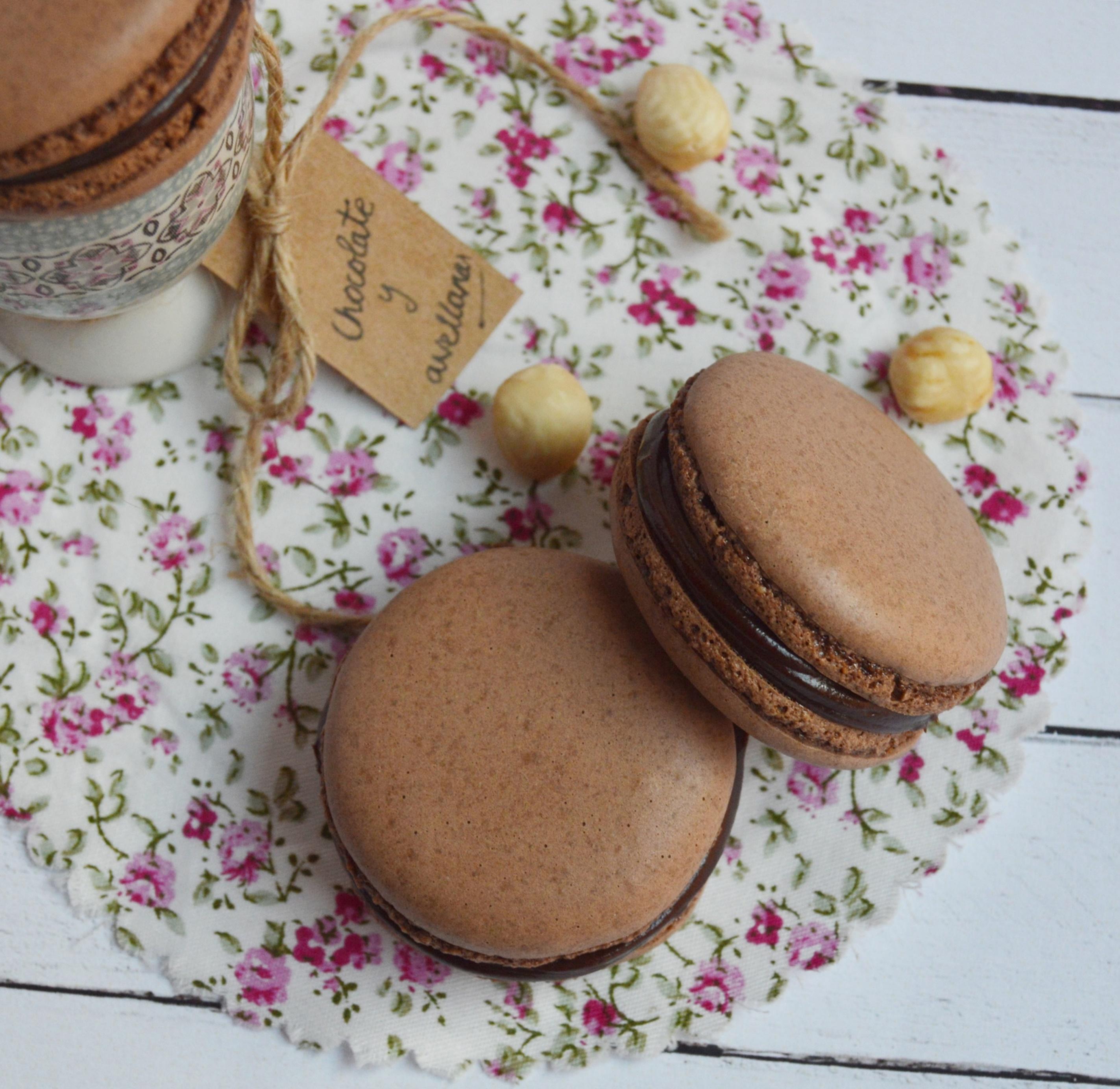 Macarons de chocolate y avellanas. Aroma de chocolate