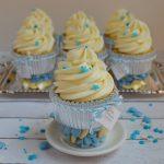 Cupcakes de vainilla, frambuesa y chocolate blanco. Aroma de chocolate