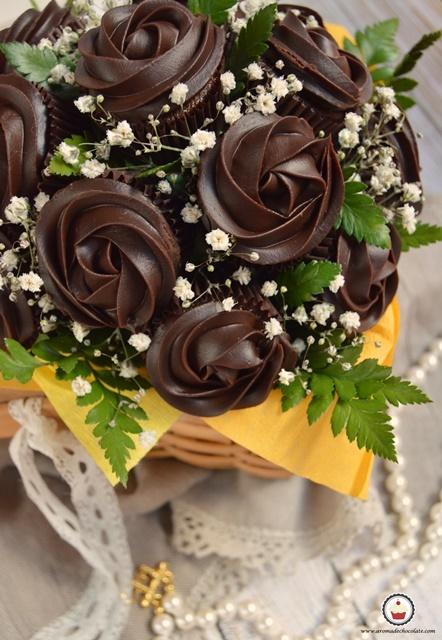 Bouquet de cupcakes de chocolate. Aroma de chocolate
