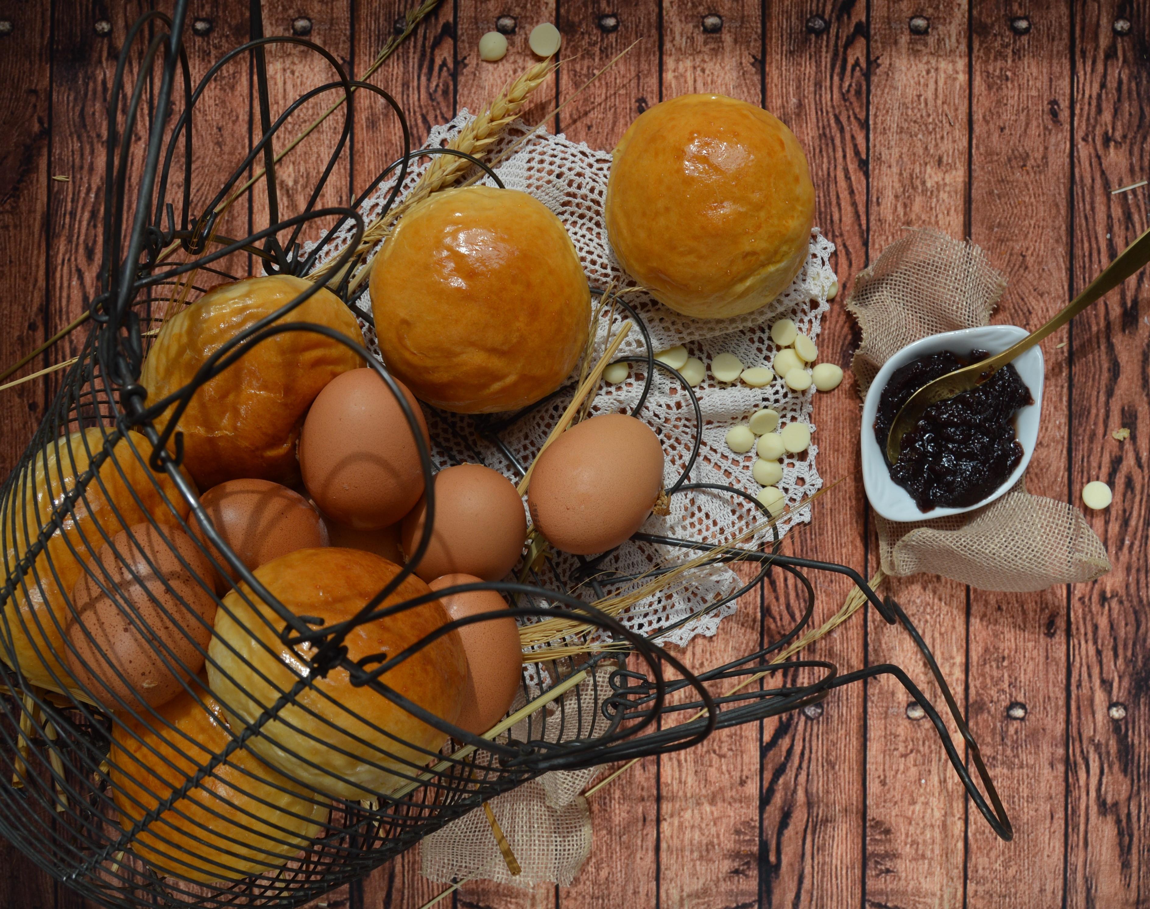 Bollitos de leche de coco, arándanos y chocolate blanco. Aroma de chocolate
