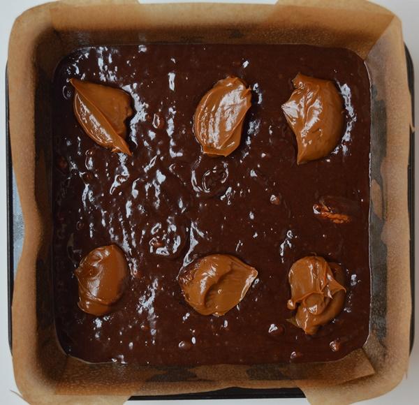 Añadiendo el dulce de leche. Aroma de chocolate