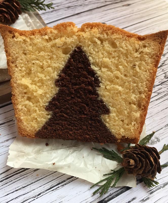 Porción de bizcocho de invierno. Surprise cake. Aroma de chocolate