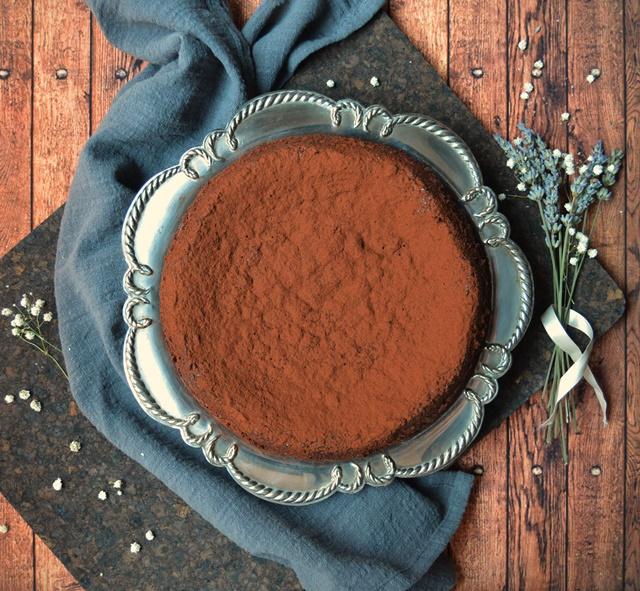 Pastel de chocolate y nueces sin gluten. Aroma de chocolate