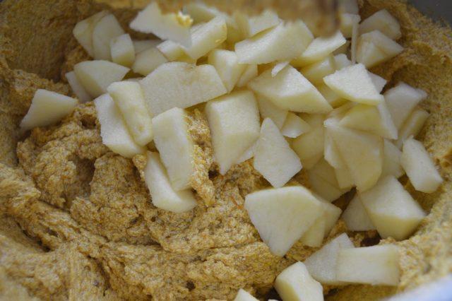 Añadiendo la manzana. Aroma de chocolate