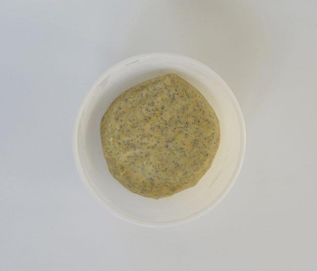 Masa de galletas de limón y semillas de amapola. Aroma de chocolate