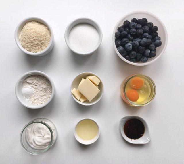 Ingredientes pastel invertido de arándanos frescos. Aroma de chocolate