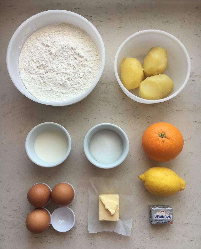 Ingredientes panecillos dulces de patata. Aroma de chocolate