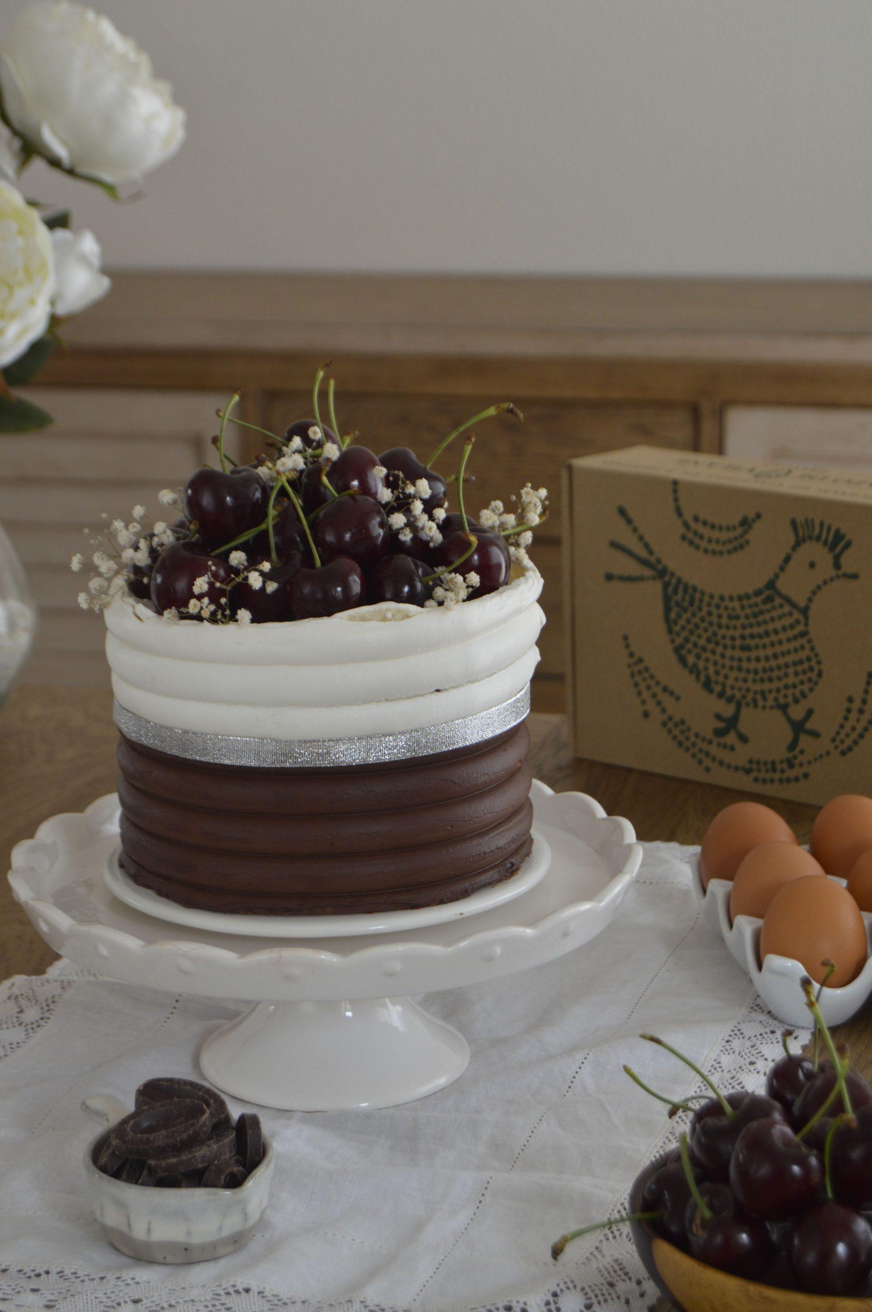 Tarta Pavlova selva negra. Aroma de chocolate